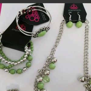 Fashion jewelry set in beautiful green NWT